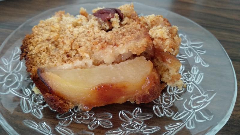 פרוסת עוגת דבש עם תפוחים של סבתא אלה